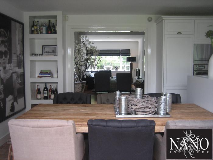 https://www.nanointerieur.nl/resize/woonhuis-laren-houten-tafel-schilderij-en-stoelen_16882507563821.jpg/woning-laren-636.jpg